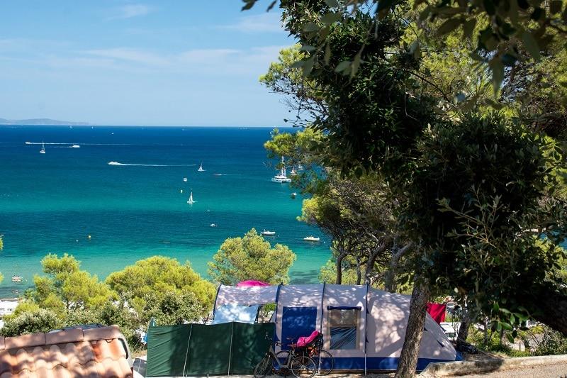 tente camping avec vue sur mer